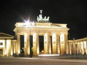 brandenburg-gate-at-night