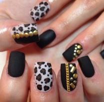 Animalier Manicure