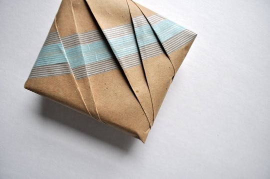 Festive gift tips brown paper gift wraps vitrine for Japanese wrapping