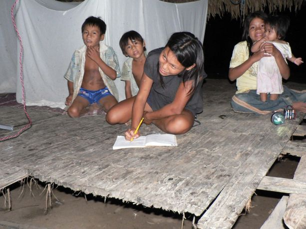 Peru_Children_Doing_Homework.2014-07-17-22-16-20