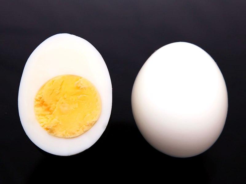 20140430-peeling-eggs-10