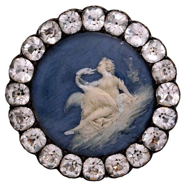 item15.rendition.slideshowVertical.buttons-exhibit-at-les-arts-decoratifs-17